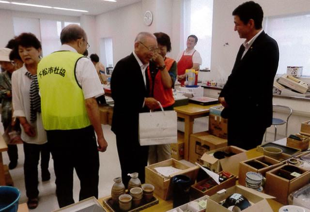 井川市長、岸衆議員もお買い上げ協力