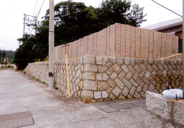 島でよく見かける長石の防風壁