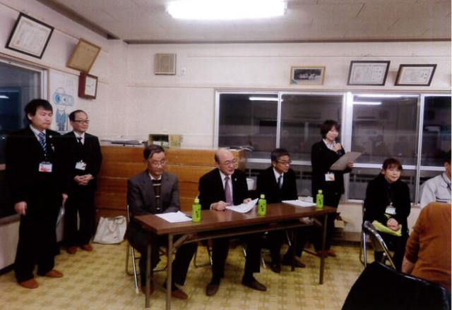 進行役の長寿課 勝坂さん、特別参加の右から小林健康福祉部長、市川社協会長、田中自治連会長