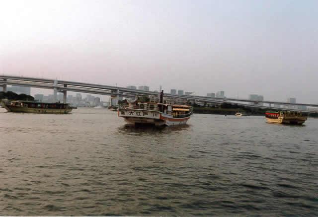 江戸前の屋形船 多い時は30隻ぐらいが集まっていた