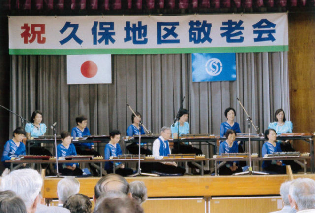 大正琴の演奏