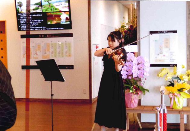 バイオリンでお出迎え