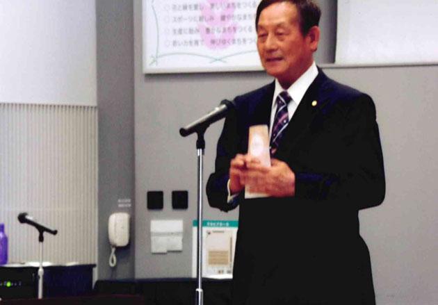 祝辞を述べる浅本市議会議長