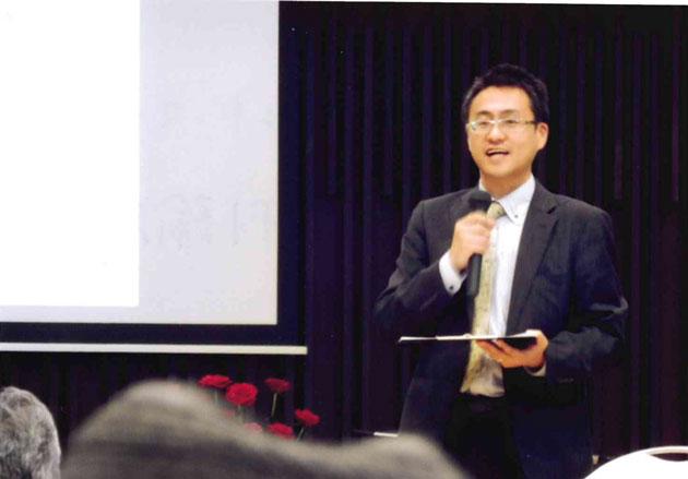 読書に生かすマインドマップについて話す谷村諭思さん