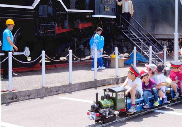 D51前での下松弁慶号 発車