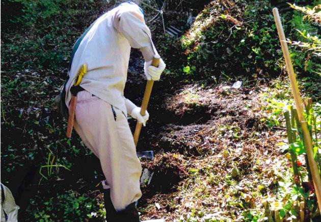 山道を階段状に掘る