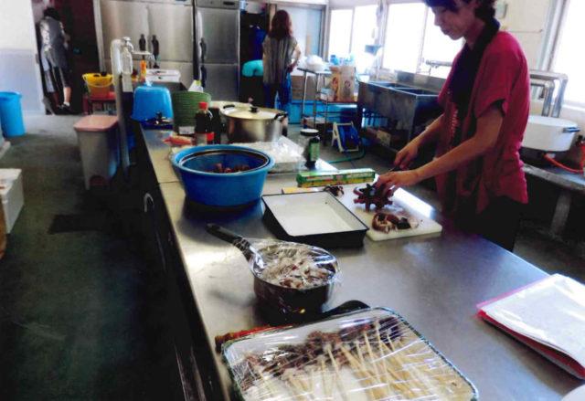 蛸(タコ)を料理するのはお母さん