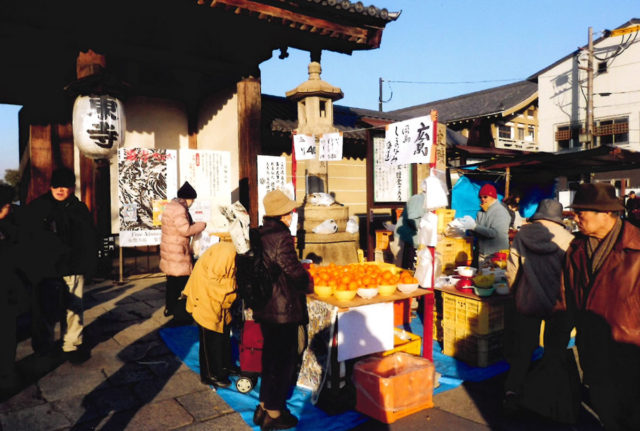 東寺の東門前 広島の尾道からミカンを売りに来ていた