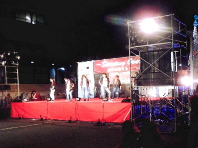 ステージではライブの音楽ショー