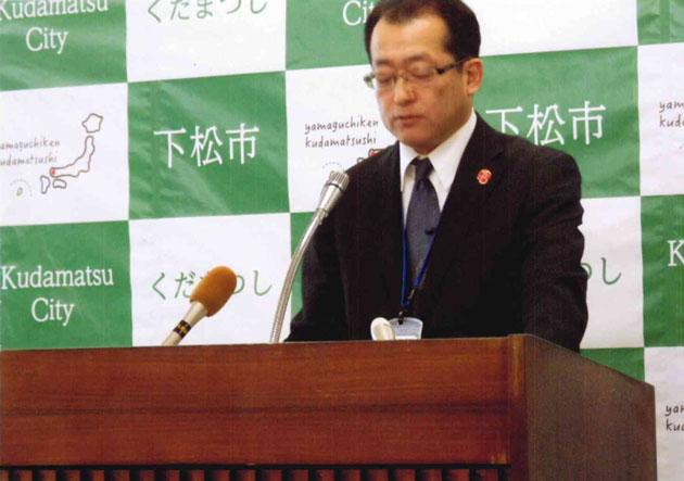 予算説明する玉井企画財政部長