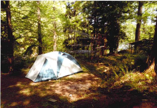 テントの中で寝る