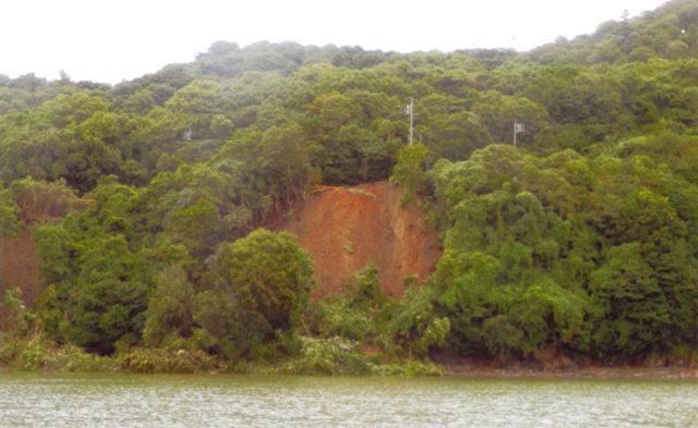 笠戸島県道茶ノ木の山崩れ