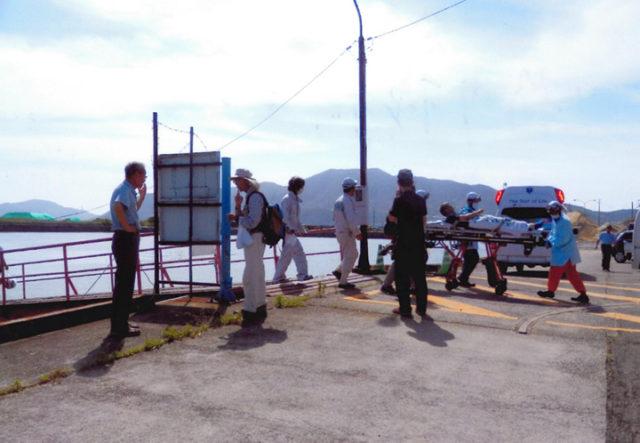 新川桟橋まで患者を迎えに来た救急車