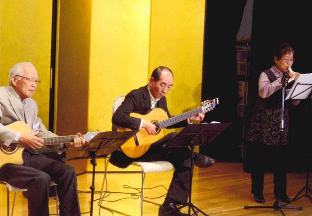 ギターとオカリナの演奏