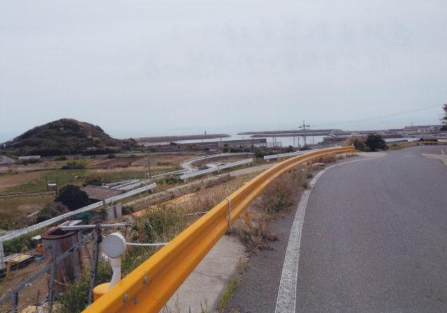 道路はよく整備されている。航空自衛隊レーダー部隊の為
