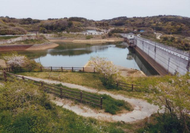 島内にもダムがある