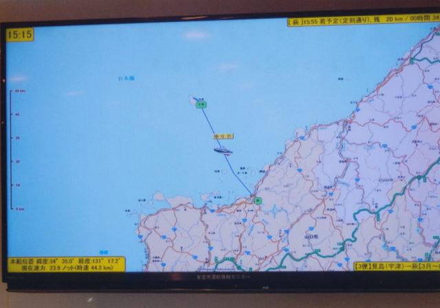 島内にはテレビ画面でナビが映っている。船がどの辺かすぐわかる