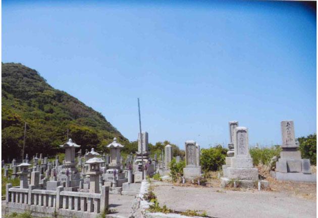 墓の多さにびっくり 昔がしのばれる