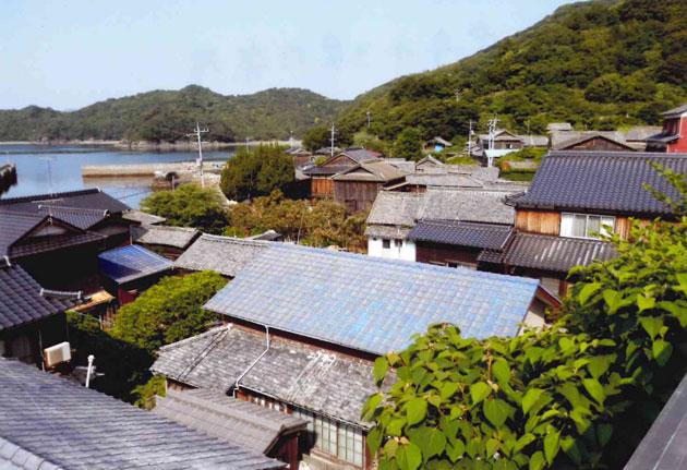 教念寺から見た集落 大きな家が多い