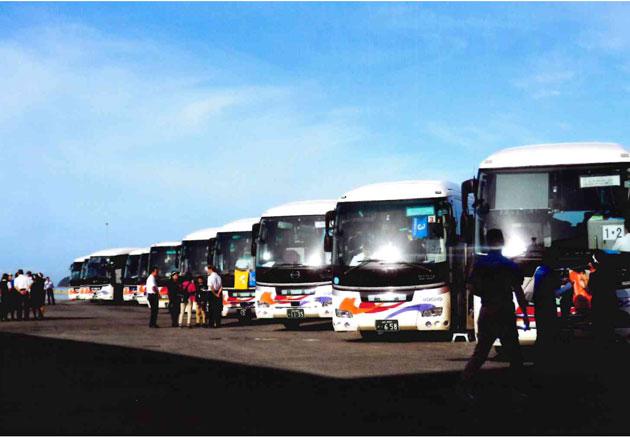 大型バスが13台