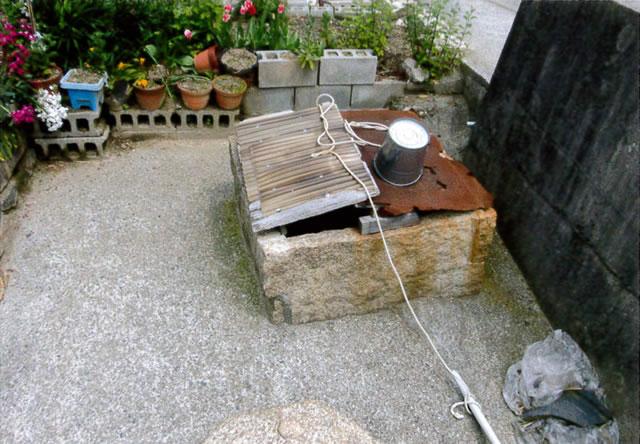 至る所にある井戸