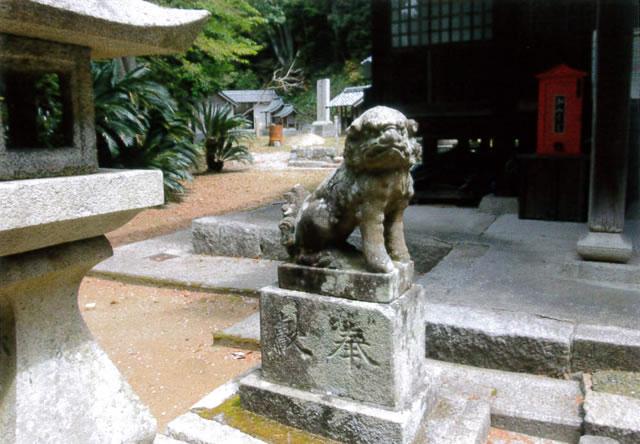 賀茂神社の苦み走った狛犬