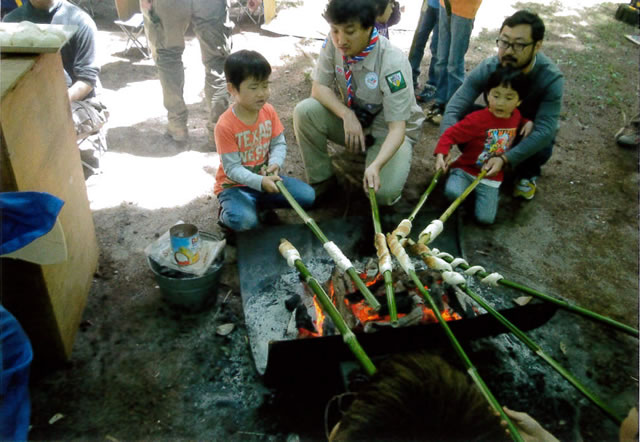 竹に巻いてパン作り