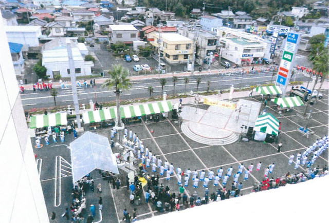 西友の屋上より24チーム1000人の総踊りを見る