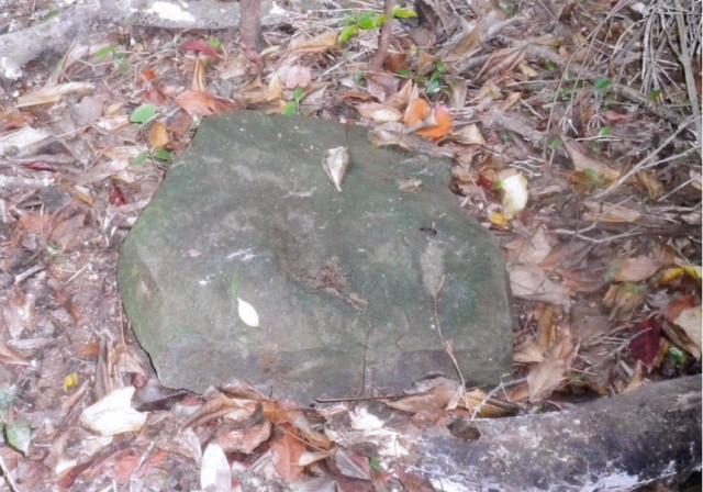 伝説のタタラ跡の石