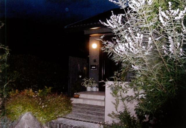 門灯が灯っている家はイメージが良い