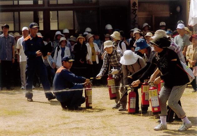 全員が初期消火訓練