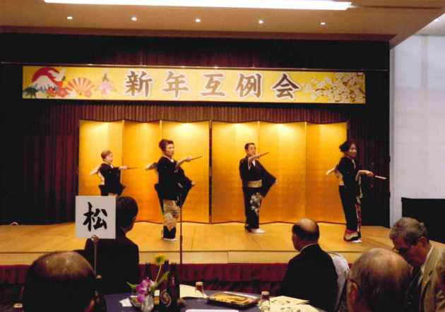 公民館講座受講生の踊り「寿」