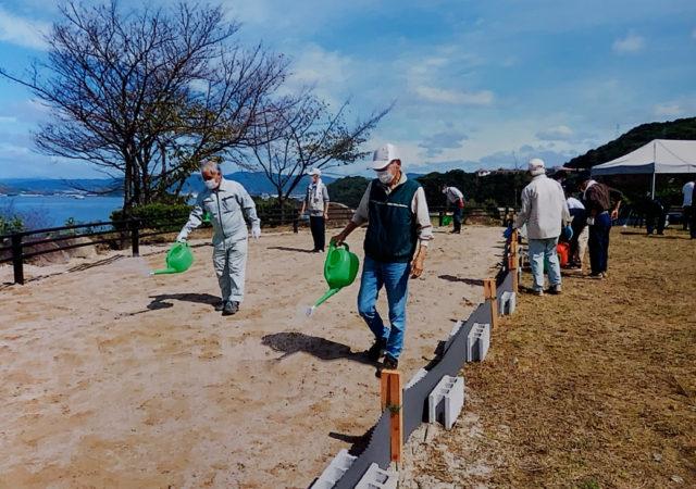 笠戸島自治会連合会の皆さんが水まき