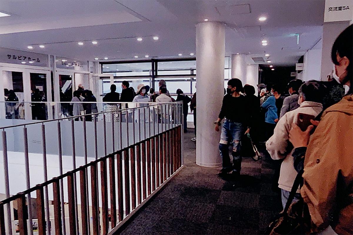 13時開場時に、150人が並んだ