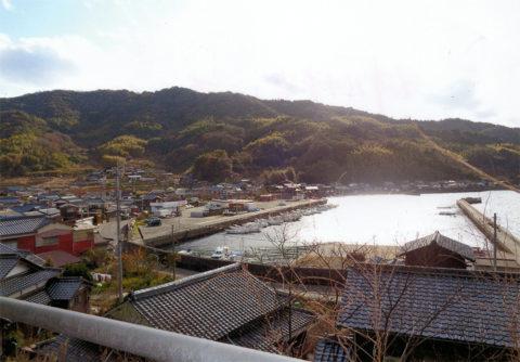 5 深浦八幡宮より港を見る